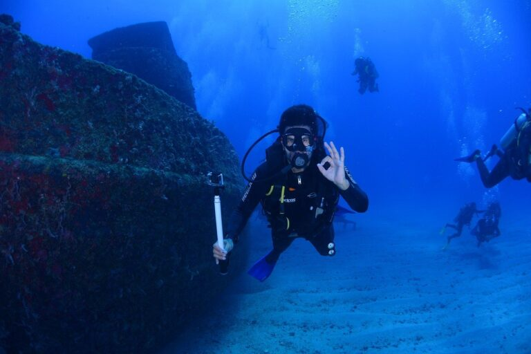 Best Women's Wetsuits for Scuba Diving And Snorkelling